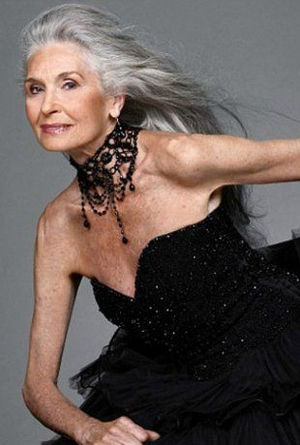 モデルダフネ・セルフさん著書「人はいくつになっても、美しい」